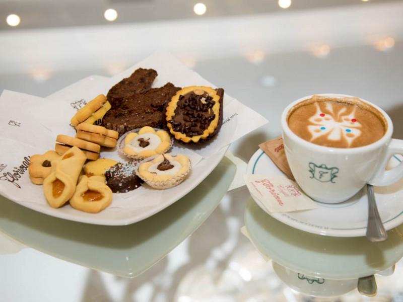 Cappuccino-pasticcini-caffe-florian